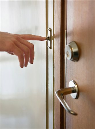 Someone ringing the doorbell Stock Photo - Premium Royalty-Free, Code: 698-03671136