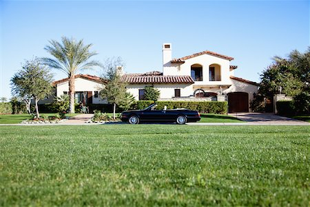 Luxurious car parked outside house in front yard Stock Photo - Premium Royalty-Free, Code: 693-05552687