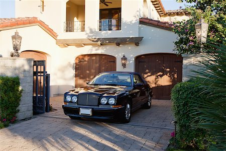 Luxurious car parked in entrance gate of house Stock Photo - Premium Royalty-Free, Code: 693-05552689
