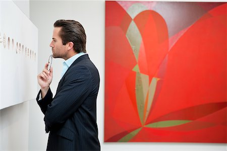 exhibition - Profile view of a young man in a art art gallery Stock Photo - Premium Royalty-Free, Code: 693-05552748