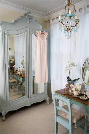 Dressing table in old-fashioned room Stock Photo - Premium Royalty-Free, Code: 693-05553327