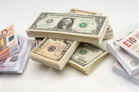 seamless - Stack of US and European Currency Stock Photo - Premium Royalty-Free, Code: 693-06021301