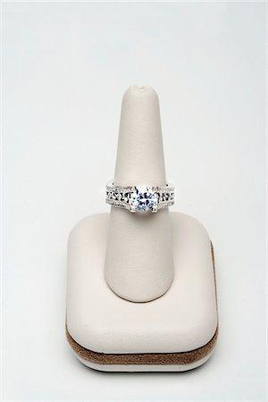Saphire and diamond ring Stock Photo - Premium Royalty-Free, Code: 693-06022194