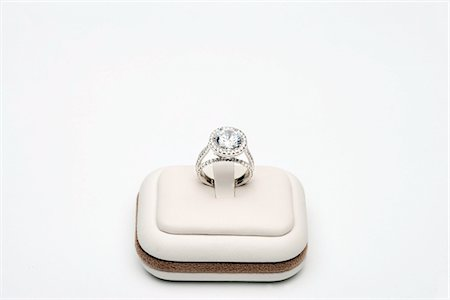 expensive jewelry - Platinum ring with 5 carat centre diamond surrounded by full cut 0.80 carat diamonds Stock Photo - Premium Royalty-Free, Code: 693-06022191
