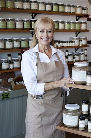 showing - Portrait of a happy senior female employee in spice store Stock Photo - Premium Royalty-Free, Code: 693-06120759