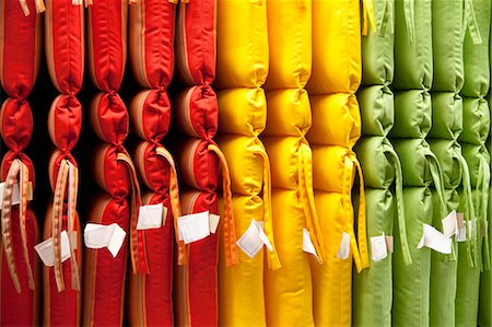 Multicolored cushions arranged in store Stock Photo - Premium Royalty-Free, Code: 693-06325055