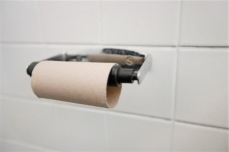 Close-up of finished toilet paper roll in bathroom Stock Photo - Premium Royalty-Free, Code: 693-06325174
