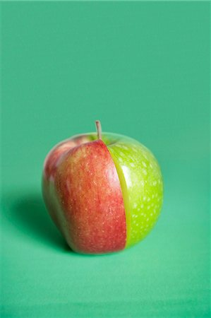 food - Red and green apple slices joined together over colored background Stock Photo - Premium Royalty-Free, Code: 693-06325265
