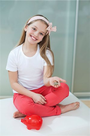 preteen  smile  one  alone - Portrait of girl with piggy bank and coins sitting in bed Stock Photo - Premium Royalty-Free, Code: 693-06379426