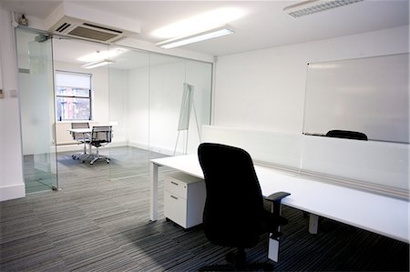 empty - Office desk with meeting room in background Photographie de stock - Premium Libres de Droits, Code: 693-06667841