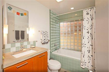 Vintage Bathroom Stock Photo - Premium Royalty-Free, Code: 693-06667921