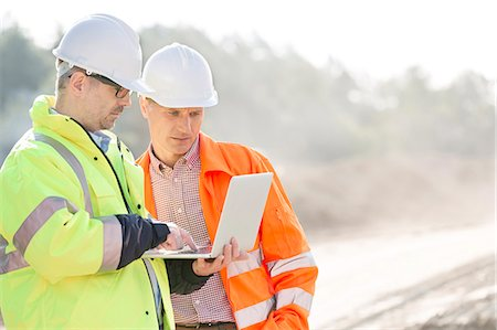 professional (pertains to traditional blue collar careers) - Supervisors using laptop at construction site Stock Photo - Premium Royalty-Free, Code: 693-08127772