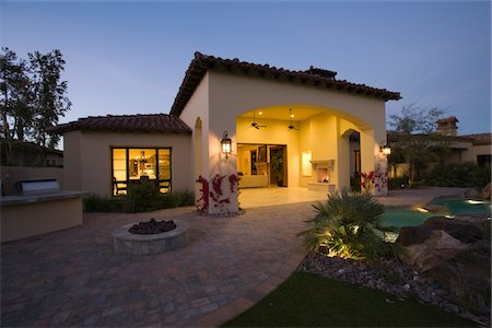 Palm Springs house exterior at twilight Stock Photo - Premium Royalty-Free, Code: 693-03317347