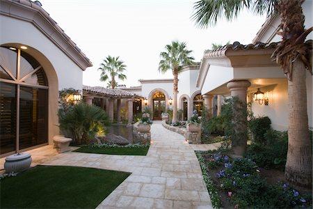 Palm Springs exterior pathway Stock Photo - Premium Royalty-Free, Code: 693-03317343