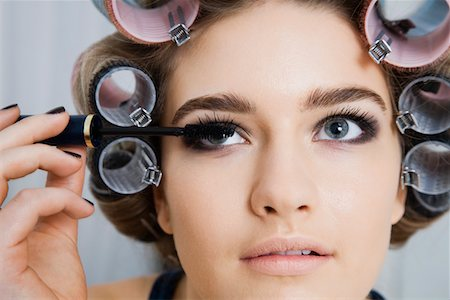 Model in Hair Curlers Applying Mascara Stock Photo - Premium Royalty-Free, Code: 693-03313255