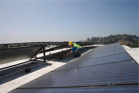 solar panel usa - Maintenance worker checks solar array on rooftop in Los Angeles, California Stock Photo - Premium Royalty-Free, Code: 693-03643970