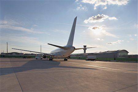 Plane on Tarmac, Toronto, Ontario, Canada Stock Photo - Rights-Managed, Code: 700-05641917
