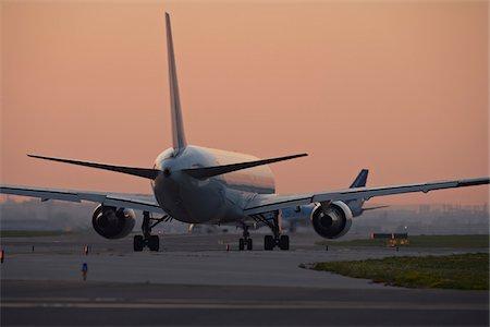 Plane on Tarmac, Toronto, Ontario, Canada Stock Photo - Rights-Managed, Code: 700-05641925
