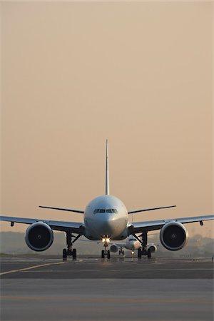 Plane on Tarmac, Toronto, Ontario, Canada Stock Photo - Rights-Managed, Code: 700-05641922