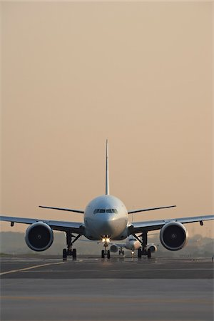 Plane on Tarmac, Toronto, Ontario, Canada Stock Photo - Rights-Managed, Code: 700-05641922