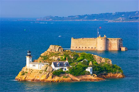 View of Louet Island and Chateau de Taureau, Bay of Morlaix, Finistere, Bretagne, France Stock Photo - Rights-Managed, Code: 700-05803756