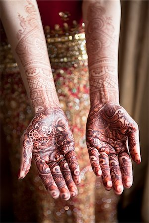 Bride with Mendhi on Hands Stock Photo - Rights-Managed, Code: 700-05855069