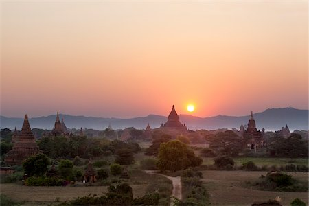 southeast asian - Temples at Sunset from Shwesandaw Pagoda, Bagan, Myanmar Stock Photo - Rights-Managed, Code: 700-05973768