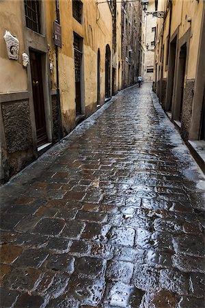 Wet Cobblestone Street, Florence, Tuscany, Italy Stock Photo - Rights-Managed, Code: 700-06334757