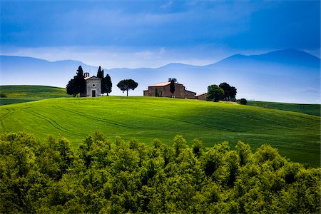 Church of Madonna di Vitaleta and Farmhouse, San Quirico d'Orcia, Province of Siena, Tuscany, Italy Stock Photo - Rights-Managed, Code: 700-06367946