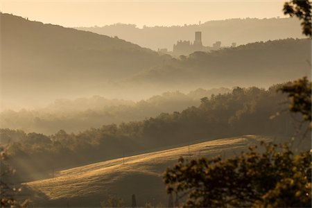 streaming - Castle, Hills and Fog at Dawn, Chianti Region, Tuscany, Italy Stock Photo - Rights-Managed, Code: 700-06407796