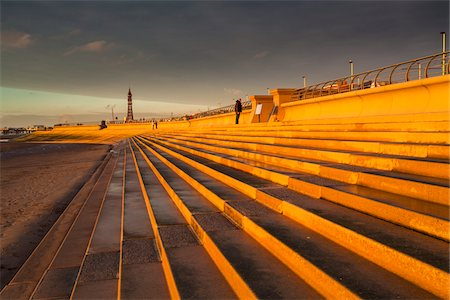 Seafront Steps and Defenses with Blackpool Tower in Background at Dusk, Blackpool, Lancashire, England Stockbilder - Lizenzpflichtiges, Bildnummer: 700-06452037