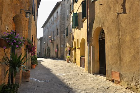 Historic Town of Pienza in Summer, Pienza, Province of Siena, Tuscany, Italy Stock Photo - Rights-Managed, Code: 700-06512938