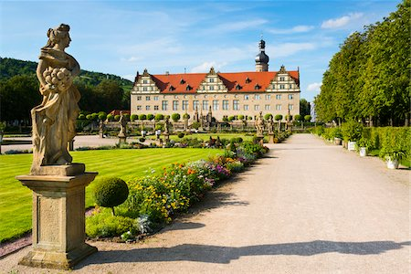 Statue and Formal Garden in front of Weikersheim Castle, Weikersheim, Baden-Wurttemberg, Germany Stock Photo - Rights-Managed, Code: 700-06553369