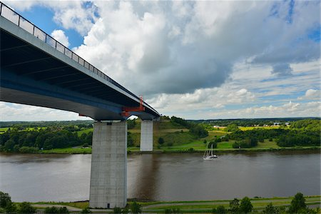 estructura - Bridge over Kiel Canal in Summer, Bornholt, Schleswig-Holstein, Germany. The Kiel Canal links the North Sea to the Baltic Sea. Foto de stock - Con derechos protegidos, Código: 700-06571083