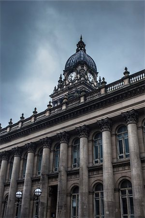 pillar - Leeds town hall and overcast sky, The Headrow, Leeds, UK Stock Photo - Rights-Managed, Code: 700-06571135