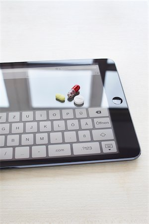 still life of a tablet pc and pills Stock Photo - Rights-Managed, Code: 700-06701974