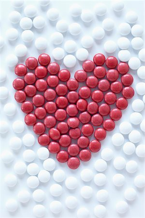 red - close-up of red pills arranged into heart shape amongst white pills Stock Photo - Rights-Managed, Code: 700-06714046