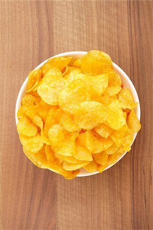 still life of potato chips in bowl Stock Photo - Rights-Managed, Code: 700-06714120