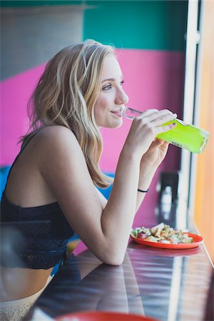 Teenage girl with plate of tacos and drinking soda at a Mexican restaurant in Portland, Oregon. Stockbilder - Lizenzpflichtiges, Bildnummer: 700-06786690