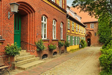 quaint house - Scene in historic old town of Stralsund, Mecklenburg-Vorpommern, Germany, Europe Stock Photo - Rights-Managed, Code: 700-06894781