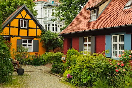quaint house - Scene in historic old town of Stralsund, Mecklenburg-Vorpommern, Germany, Europe Stock Photo - Rights-Managed, Code: 700-06894782