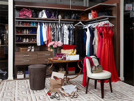 Women's closet / dressing room filled with clothing, handbags and shoes. Stockbilder - Lizenzpflichtiges, Bildnummer: 700-06895099