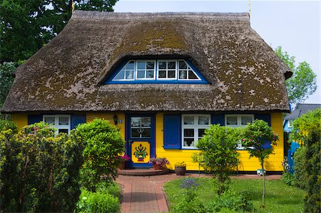 quaint house - Idyllic house with ornate door and thatched roof in Born, Fischland-Darss-Zingst, Coast of the Baltic Sea, Mecklenburg-Western Pomerania, Germany, Europe Stock Photo - Rights-Managed, Code: 700-06892494