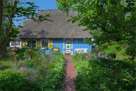 Traditional house with thatched roof and garden in Zingst, Fischland-Darss-Zingst, Coast of the Baltic Sea, Mecklenburg-Western Pomerania, Germany, Europe Stock Photo - Rights-Managed, Code: 700-06892490