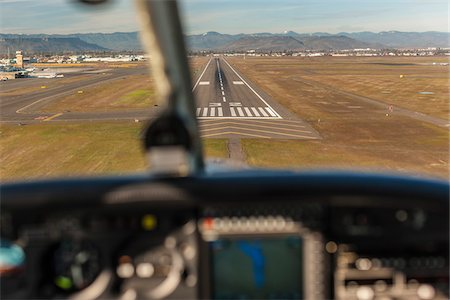 Landing a light aircraft at MFR, Medford, Oregon, USA Stock Photo - Rights-Managed, Code: 700-07453817