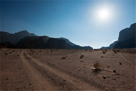 extreme terrain - Overview of desert with sun, Wadi Rum, Jordan Stock Photo - Rights-Managed, Code: 700-07487666
