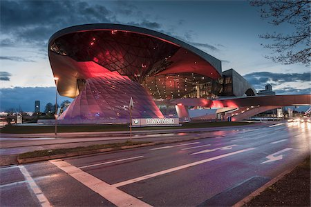 View of the BMW Welt at dusk, Munich, Bavaria, Germany. Stockbilder - Lizenzpflichtiges, Bildnummer: 700-07608356