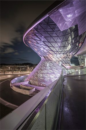 View of the BMW Welt at Night, Munich, Bavaria, Germany. Stockbilder - Lizenzpflichtiges, Bildnummer: 700-07608358