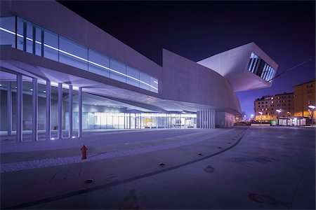 Night View of the MAXXI, Rome, Lazio, Italy. Stockbilder - Lizenzpflichtiges, Bildnummer: 700-07608374