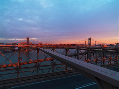 estructura - View of Manhattan Bridge from Brooklyn Bridge at sunset in winter, New York City, New York, USA Foto de stock - Con derechos protegidos, Código: 700-07698689